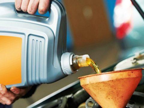 the car loses oil