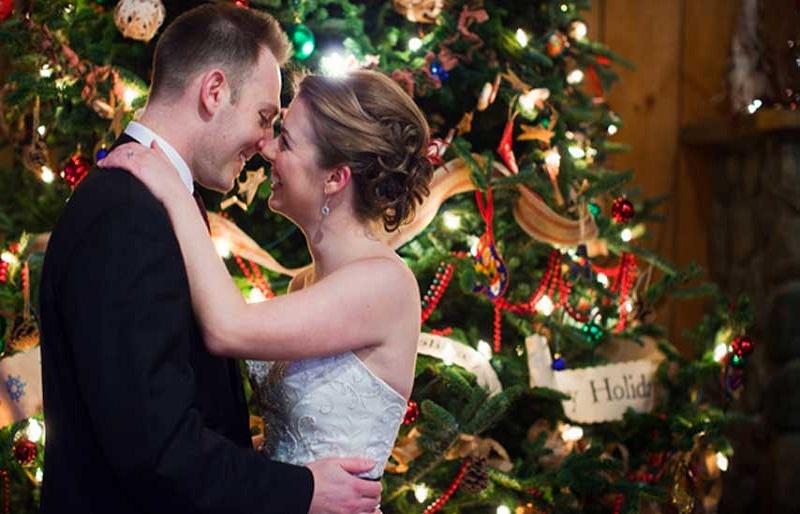 discover Wedding  at Christmas